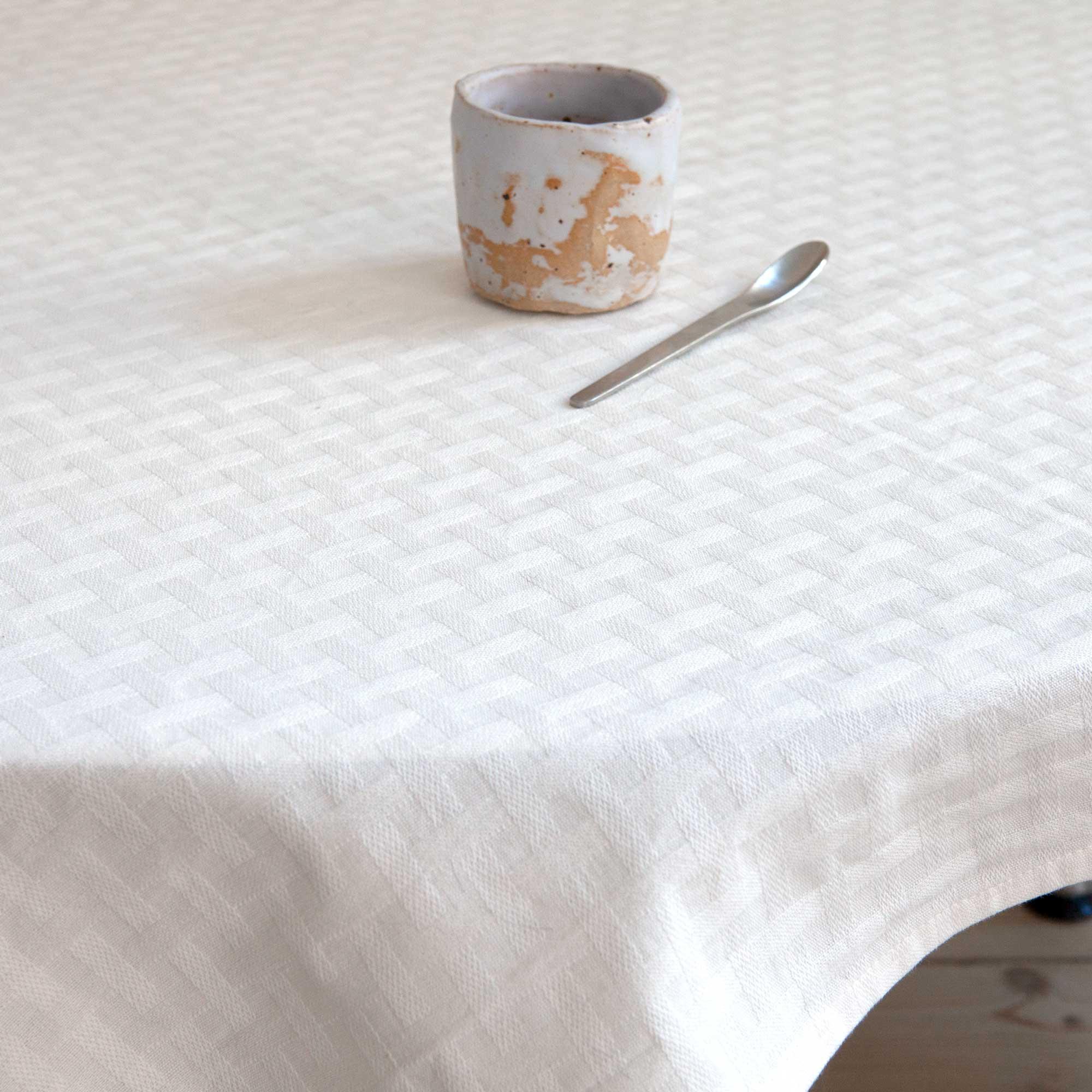 table cloth, 100% cotton, weave pattern, by RosenbergCph