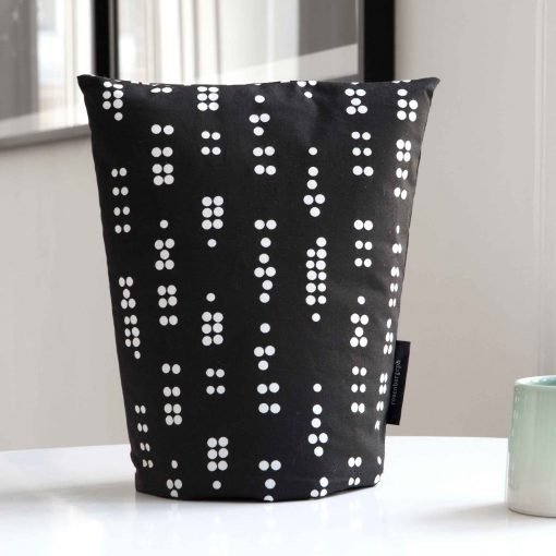 Coffee cosy, Dot Black