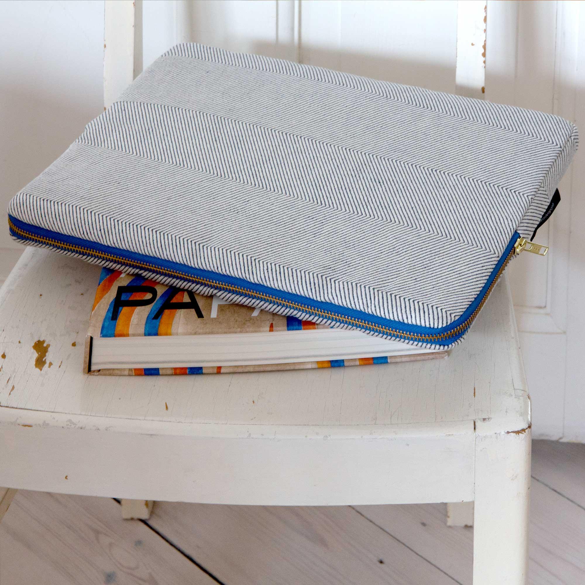 Escape laptop sleeve in light blue herringbone weave, design by Anne Rosenberg, RosenbergCph