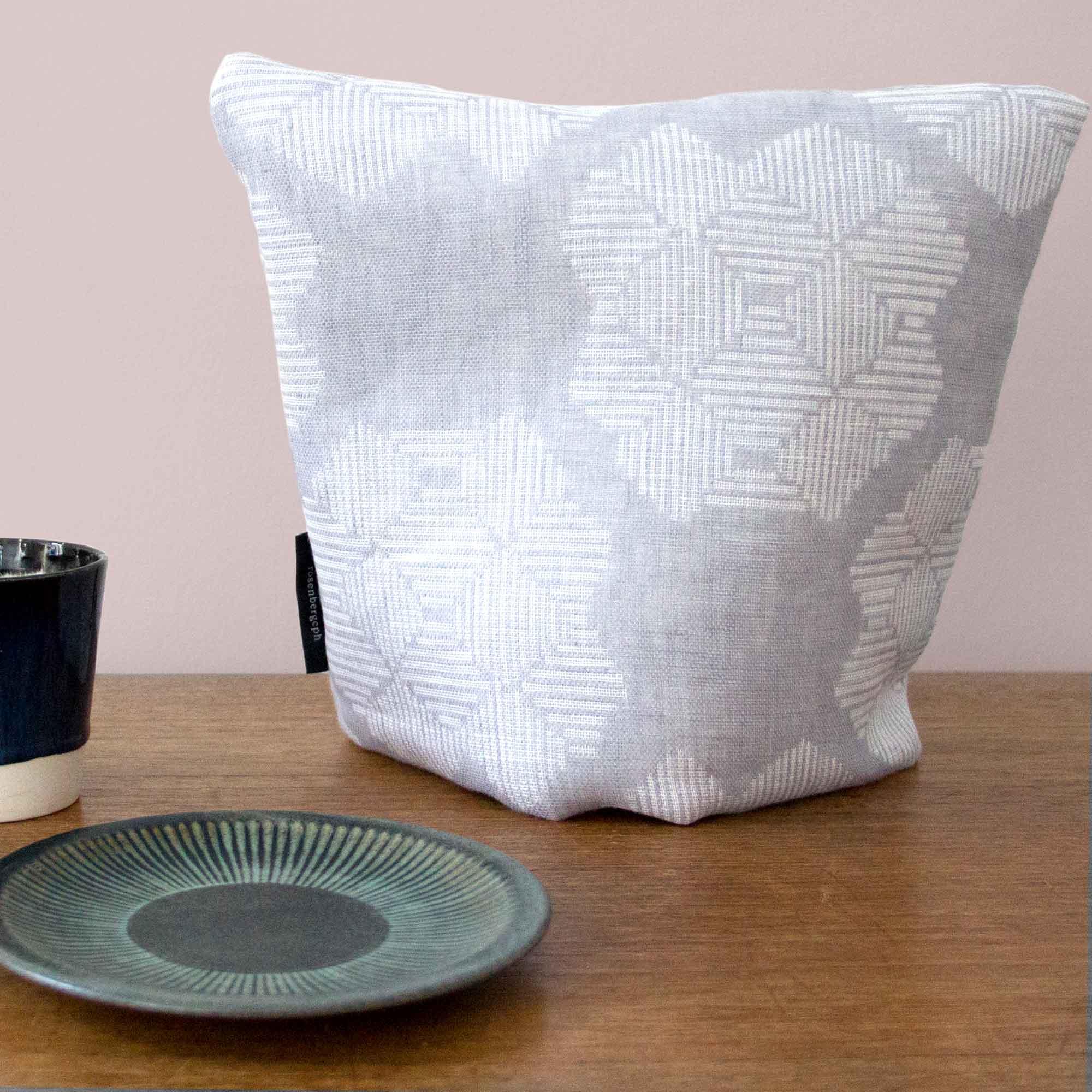 Tea cosy, Desert roses grey, 100% linen
